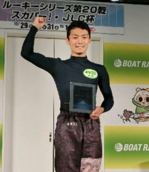 史上最高配当を記録したイケメンボートレーサー新開航選手のプロフィール, 賞金,水神祭,特徴まとめ